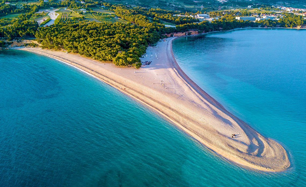 Golden Horn on Bol, Brač island, changes its' shape with the tides